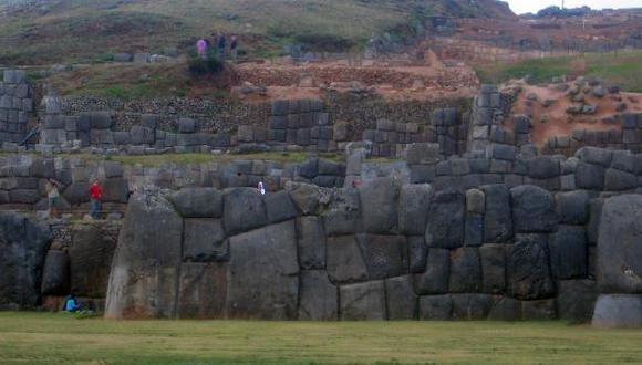 Piedras aparecieron en la explanada de Sacsayhuamán hace dos semanas. (USI)