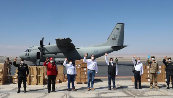 Presidente Martín Vizcarra junto a ministro de salud entregaron 15 respiradores mecánicos a Tacna. (Foto: Andina)