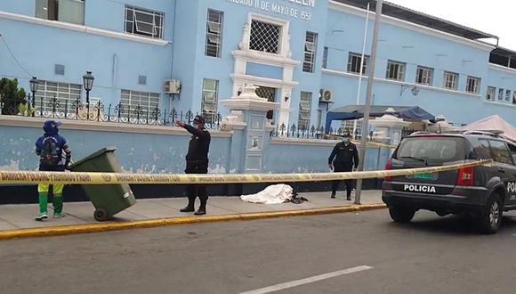 Trujillo: Anciano fallece en puerta del hospital Belén y todavía no recogen el cadáver (Foto: Facebook | captura de pantalla)