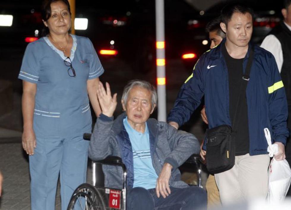 Alberto Fujimori salió la noche de este jueves de la clínica Centenario. (Andina)