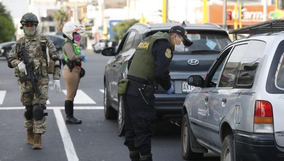 Las autoridades verificarán que las personas porten su pase laboral durante los domingos. (GEC)