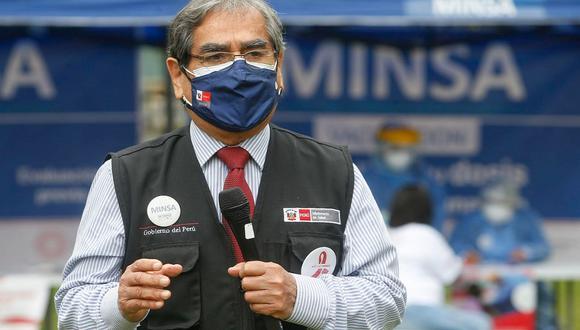 El ministro de Salud, Óscar Ugarte, invoca a las personas que solo han recibido una dosis acudan por la segunda. (Foto: Minsa)