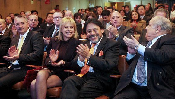 Celebran. Rómulo León y Alberto Químper protagonizaron el mayor escándalo de corrupción del gobierno aprista. (Andina)