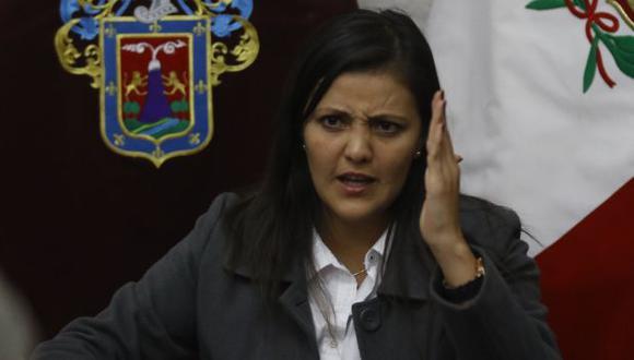 Pide prudencia. Yamila Osorio explica su postura y de paso da 'jalón de orejas' a alcalde de Arequipa. (Heiner Aparicio)