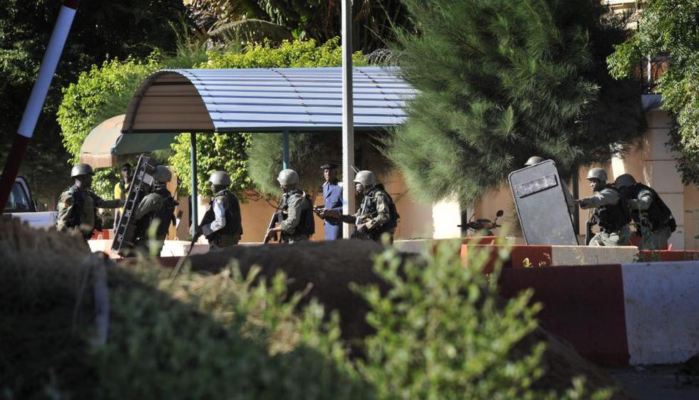 Mali: Francia y EEUU envían fuerzas armadas para ayudar a recuperar el control del hotel. (AFP)