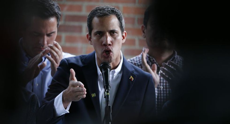 El presidente del bufete español, Javier Cremades, explicó que además de denunciar al régimen de Maduro, se emprenderán acciones para congelar sus activos en España. (Foto: AP)