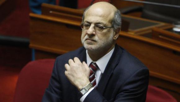 Daniel Abugattás sigue recibiendo críticas. (USI)