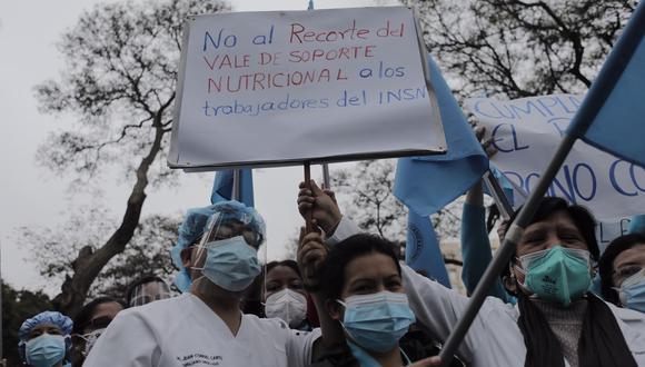 Personal de salud exige mejoras en la infraestructura del INSN Breña, así como el cumplimiento del pago de bonos, entre otros. Foto: Leandro Britto/@photo.gec
