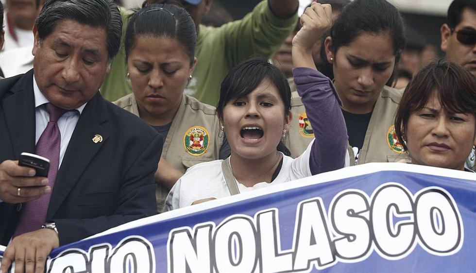 Fiorella Nolasco, hija del asesinado exconsejero regional Ezequiel Nolasco, lideró hoy una marcha contra la impunidad portando un chaleco antibalas. (Mario Zapata)