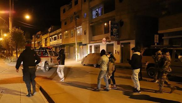 Las Fuerzas Armadas y la Policía están facultadas para detener a las personas que no acaten el toque de queda. (GEC)