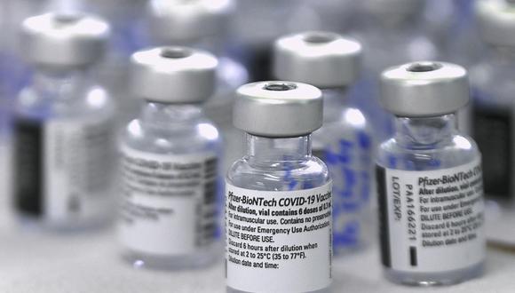 Estas son las cifras exactas de las vacunas que ha comprado el Perú y que la administración de Francisco Sagasti deja al nuevo Gobierno. Hasta el momento se ha recibido casi 16.5 millones de dosis de AstraZeneca, Pfizer y Sinopharm. (Photo by Luis ACOSTA / AFP)