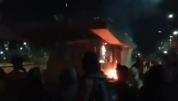 Los disturbios ocurren en el marco de las violentas protestas que comenzaron el pasado 28 de abril y que hasta hoy han dejado, según la Defensoría del Pueblo, 19 muertos. (Foto: Twitter)