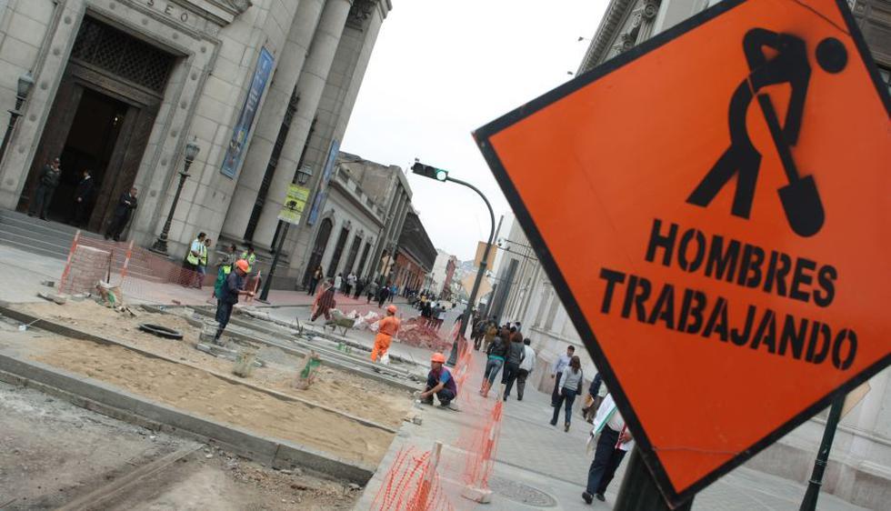 Cierre de calles origina una gran congestión en las calles del Centro Histórico. (Alberto Orbegoso)