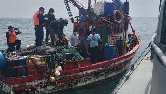 Patrulla de la Marina de Guerra rescata con vida a pescadores frente al puerto de Malabrigo, en La Libertad. (Foto: Difusión)