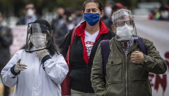 Los trabajadores del sistema de tránsito rápido de autobuses protestan en Bogotá, en medio de la pandemia de coronavirus COVID-19. (Foto: AFP/Juan BARRETO)