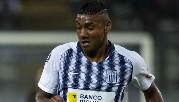 Aldair Fuentes debutó en 2017 con Alianza Lima. (Foto: AFP)