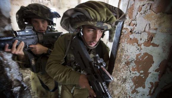 PREPARADOS. Soldados israelíes realizan ejercicios militares en los Altos del Golán, cerca a Siria. (AFP)