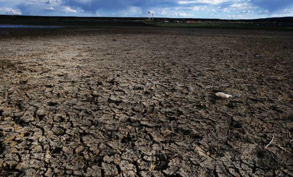 Un lago seco se encuentra cerca de la ciudad de la Nación Navajo de Thoreau el 6 de junio de 2019 en Thoreau, Nuevo México. (Foto: AFP)