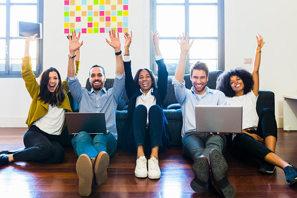 Trabajadores felices - Buen ambiente laboral (Foto: Getty)