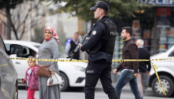Policía turco resguardando el perímetro de una calle tras un ataque armado. (Foto referencial: EFE)
