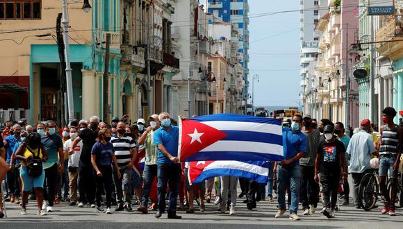 Manifestantes en La Habana piden libertad al gobierno comunista. EFE