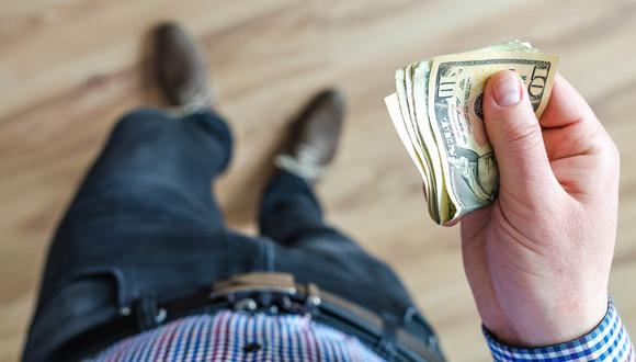Una persona anónima ha estado dejando sobres con dinero en los buzones o bajo la puerta de las casas de un pueblo español. (Foto: Pexels/Referencial)