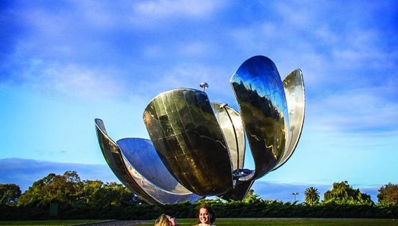 Esta flor de 23 metros de alto espera por ti para que puedas tomarte un sinfín de fotos. (Foto: Ente de Turismo de la Ciudad de Buenos Aires)