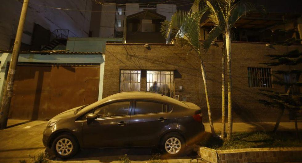 Tragedia. Una vecina alertó a la PNP sobre los gritos que salían de la casa ubicada en la calle Olmos. (Foto: Renzo Salazar/GEC)