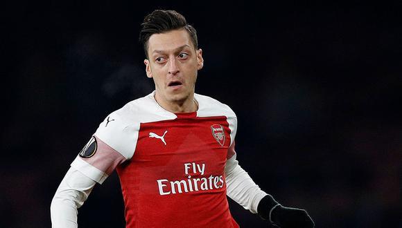 Mesut Özil se quedará en el Arsenal, señaló el DT Unai Emery. (Foto: AFP)