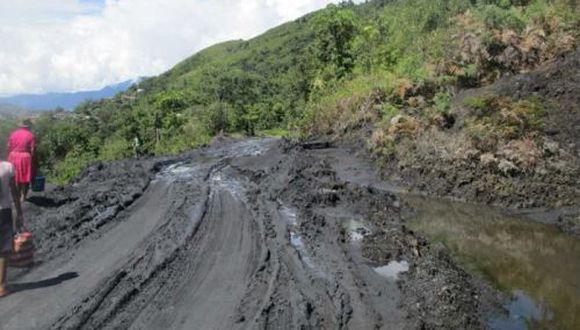 En los lugares afectados se identificó hundimiento de plataformas, deslizamiento de la carretera, daños en pontones, badenes y canales colapsados. (Foto: Andina)