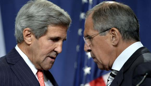 John Kerry y Serguei Lavrov tras anunciar acuerdo en Ginebra. (AP)