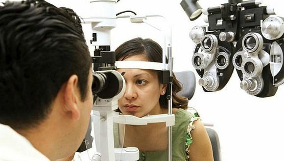 Hoy con ayuda de la tecnología y conocimiento actual se resuelven los casos de desprendimiento de retina casi en el 90% en el primer intento, precisó el especialista.