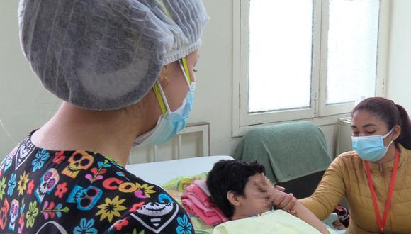 Especialista indicó que los pilares para contrarrestar esta enfermedad son la limpieza y humectación de la piel.