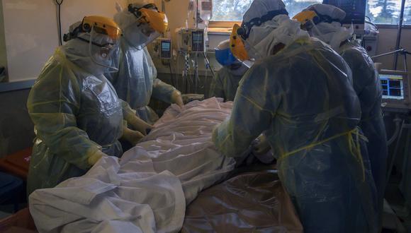 El paciente, menor de 50 años, empezó a presentar necrosis (muerte del tejido) en la zona de las mucosas unos diez días después de haber dado positivo al coronavirus. (Foto: Pablo PORCIUNCULA / AFP)