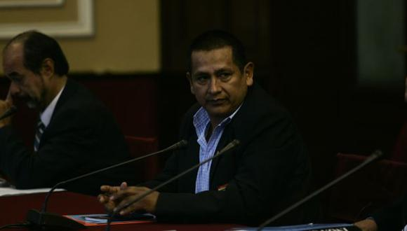 Walter Acha se aferraba a su permanencia en la Comisión de Defensa. (Peru21)