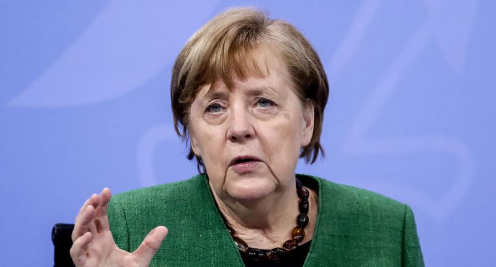 La canciller alemana, Angela Merkel, hace un gesto durante una rueda de prensa en Berlín, Alemania, el 22 de marzo de 2021. (EFE/EPA/FILIP SINGER / POOL).