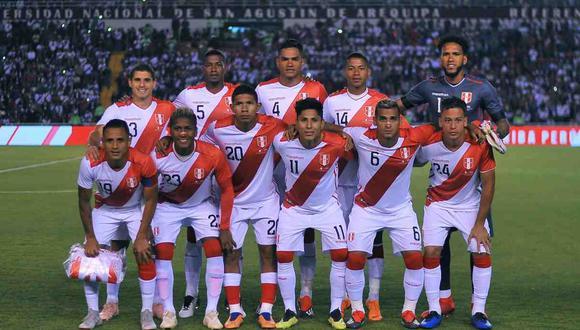 La selección peruana presentó la camiseta para la Copa América 2019. (Foto: AFP)
