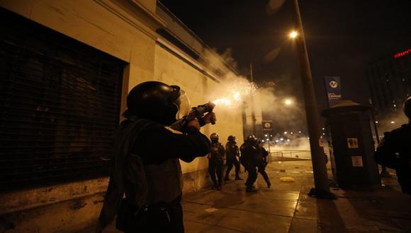 Policía Nacional confirmó uso de gases lacrimógenos y perdigones de goma. (Foto: César Bueno/Gec)