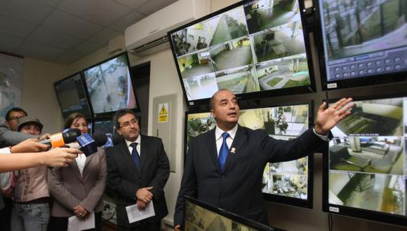 En julio pasado, el presidente del INPE, José Pérez Guadalupe, anunció que se iba a poder monitorear 10 penales. (Andina)