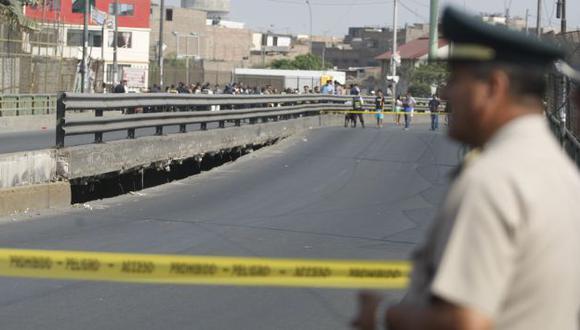 Zona peligrosa. El puente permanece cerrado para no poner en riesgo a la población. (Mario Zapata)