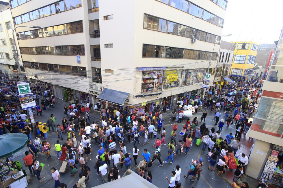 La Municipalidad de Lima informó que, por medidas de seguridad, a partir de este lunes 19 se restringirá el tránsito vehicular. (Foto: El Comercio)