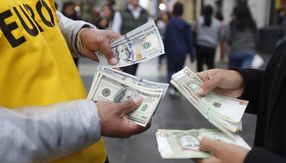 En el mercado paralelo o casas de cambio de Lima, el tipo de cambio se cotiza a S/ 3.650 la compra y S/ 3.680 la venta. (Foto: GEC)