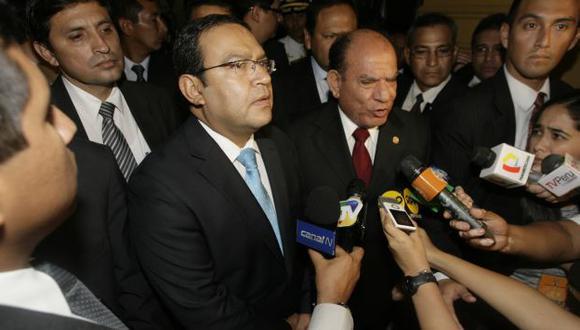 EN LA CALLE. Alberto Otárola y Daniel Lozada no dieron respuesta a muchas interrogantes en el Pleno. (Alberto Orbegoso)