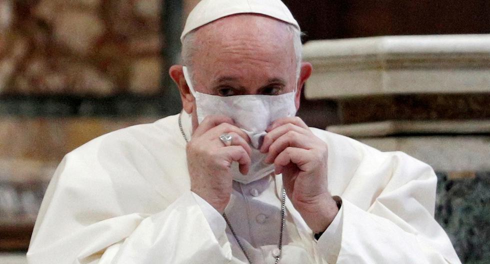 El papa Francisco usando mascarilla en la Basílica de Santa María la Mayor. (Foto: Reuters)