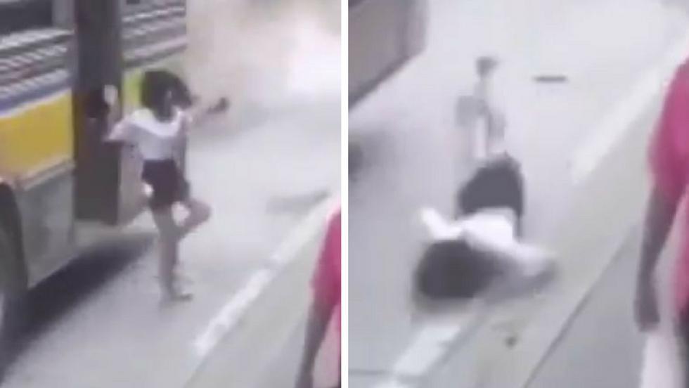 Una joven quedó gravemente herida tras caer de un bus en movimiento en China. La grabación del hecho, ocurrido hace unos meses, se puede ver en YouTube. (Capturas de pantalla)