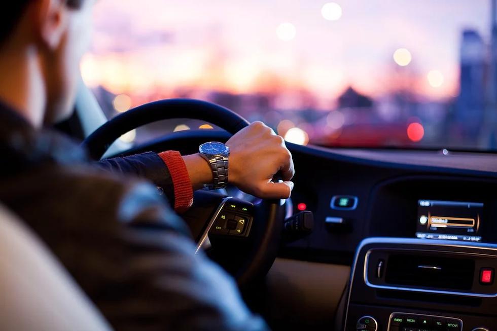 Si va a comprar un auto, tome en cuenta estos seis consejos. (Foto: Pixabay)