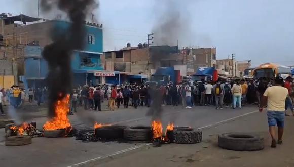 La Libertad: Panamericana Norte amaneció bloqueada por agricultores de Virú | VIDEO