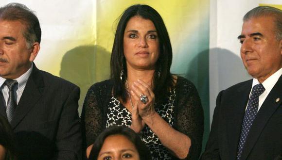 No hay un día en que no salgan a la luz pública nuevas denuncias sobre el pasado de la candidata del toledismo. (Luis Gonzales)