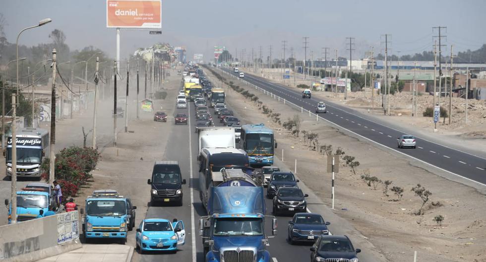 Congestión vehicular regreso del sur por Semana Santa en el km60. (Jesus Salcedo / GEC)