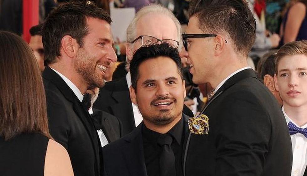 El actor se convirtió en una nueva víctima del reportero bromista Vitalii Sediuk, quien se hizo conocido por tratar de robarle un beso a Will Smith y querer quitarle su grammy a Adele. (BroadImage)